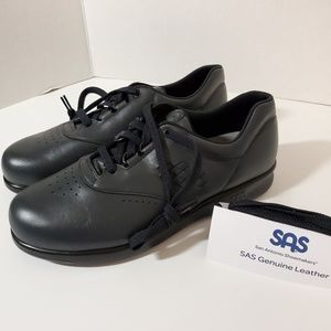 SAS Walking Shoes NWOB